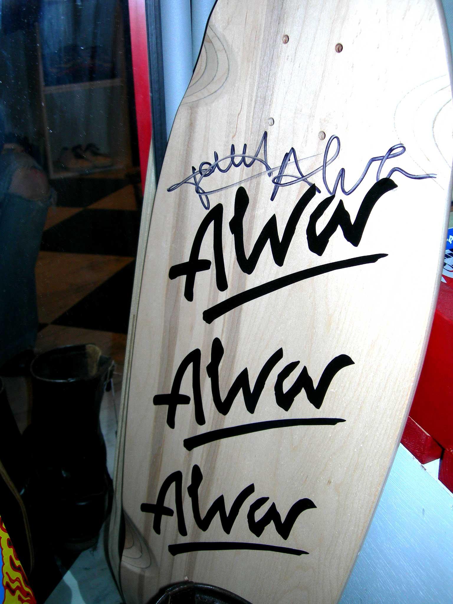 トニーのサインが入ったアルバの板_c0078333_217527.jpg