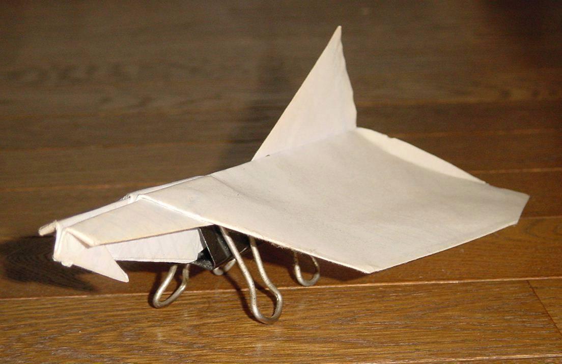 飛ぶ 紙 折り紙 よく 飛行機