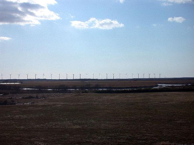 早春の北海道半周紀その2:サロベツ原野と利尻と風車_e0100772_23201762.jpg