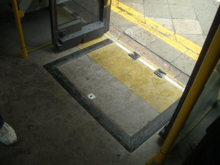 バスの乗降ステップ_b0017215_425298.jpg