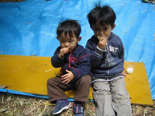 2007 Log Jizo Festival【春】1 恒例の筍掘りです!_c0038619_2336719.jpg