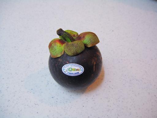 マンゴスチン は 果物 の と 呼ば れ て いる は 何