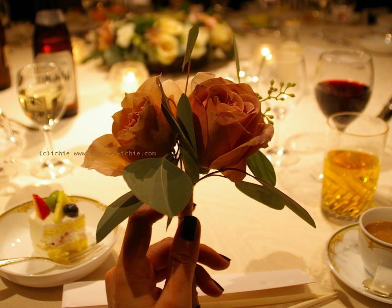 7シェアブーケ 紅茶色のバラ  紅茶色の装花_a0042928_23114210.jpg