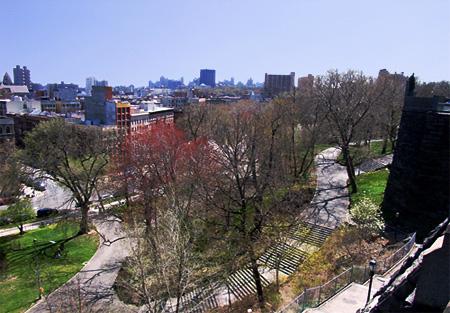 高台からマンハッタンを見晴らすモーニングサイド・ドライブ_b0007805_11552951.jpg