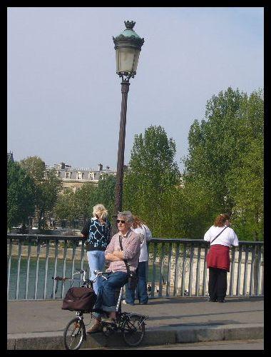 ■街角の自転車(パリ)_a0008105_22102213.jpg