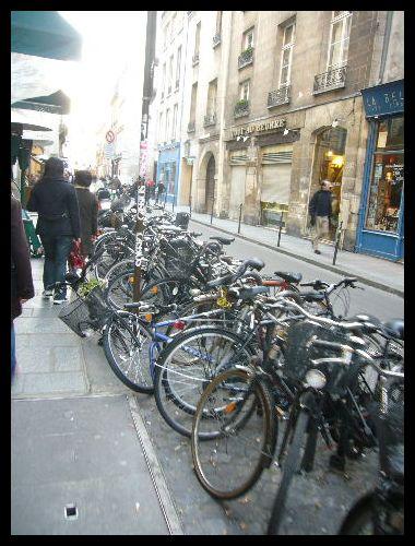 ■街角の自転車(パリ)_a0008105_2281573.jpg