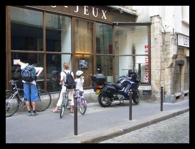 ■街角の自転車(パリ)_a0008105_2283149.jpg