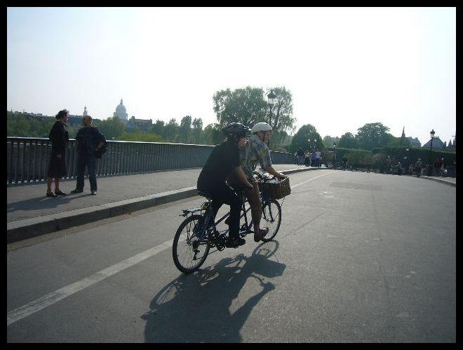 ■街角の自転車(パリ)_a0008105_2293951.jpg