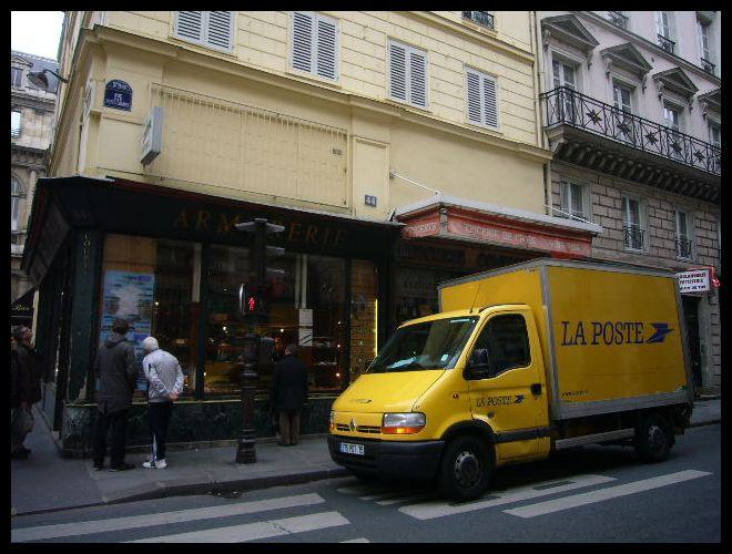 ■街角の車(パリ)_a0008105_23385258.jpg