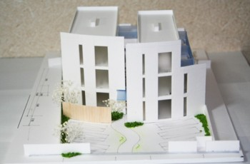 """ライトコートのあるワク♪ワク♪の""""戸建て感覚のデザインハウス""""の模型もホームページに記載しています._d0082356_17223722.jpg"""