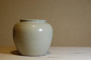 長谷川奈津さんの粉引き茶碗と白磁壺_d0087761_23194798.jpg
