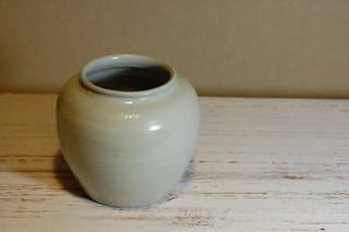 長谷川奈津さんの粉引き茶碗と白磁壺_d0087761_23195512.jpg