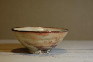長谷川奈津さんの粉引き茶碗と白磁壺_d0087761_2319822.jpg