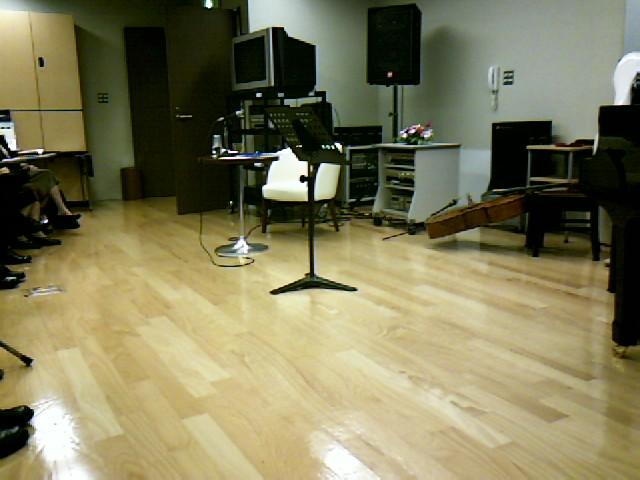 藤森さん、チェロを語り弾く_d0010720_0105770.jpg