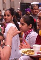 パキスタンのお祭りで食べた激辛カレー_b0007805_9211581.jpg