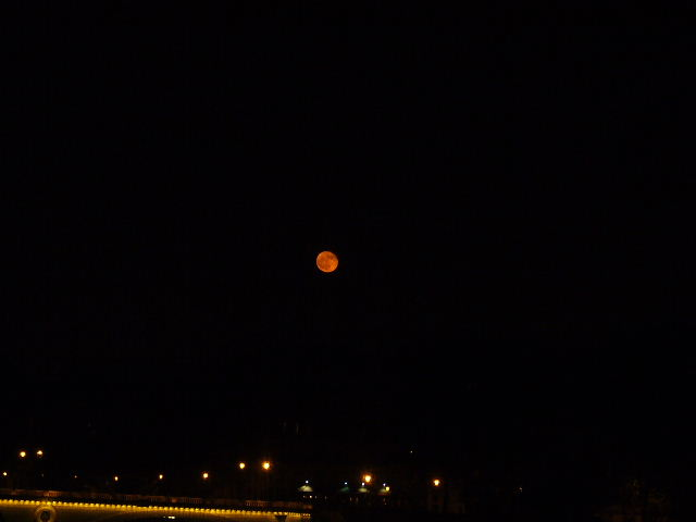 ■赤い月(パリ)_a0008105_1935097.jpg