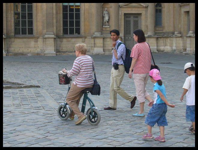 ■街角の自転車(パリ)_a0008105_7201446.jpg