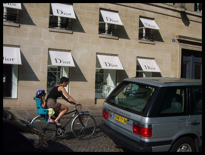 ■街角の自転車(パリ)_a0008105_7203916.jpg