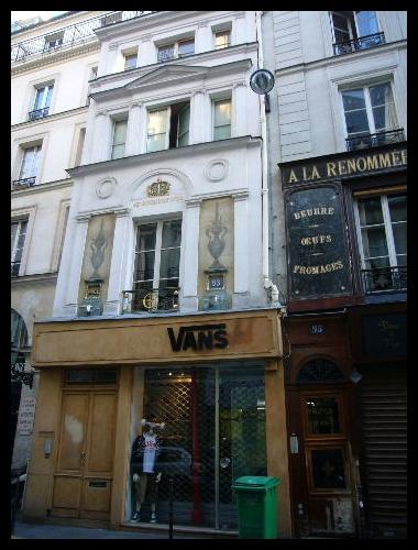 ■街角の建物(パリ)_a0008105_729195.jpg