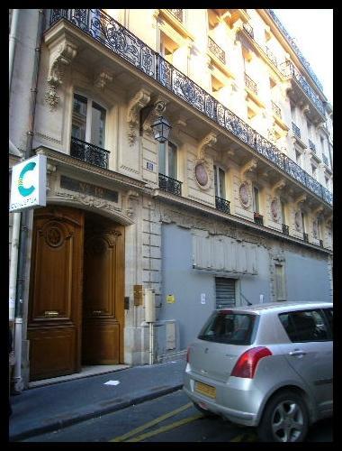 ■街角の建物(パリ)_a0008105_72925100.jpg