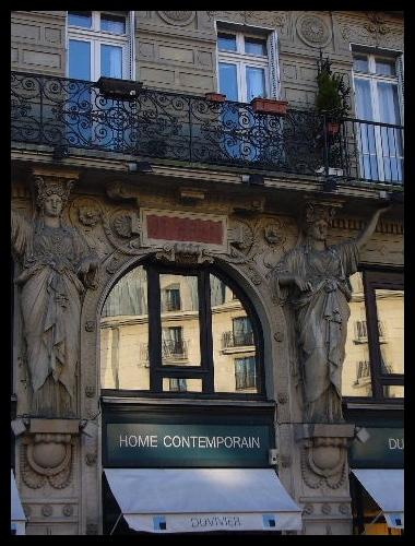 ■街角の建物(パリ)_a0008105_7294381.jpg