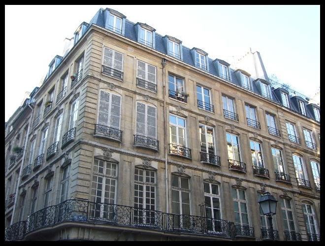 ■街角の建物(パリ)_a0008105_730227.jpg