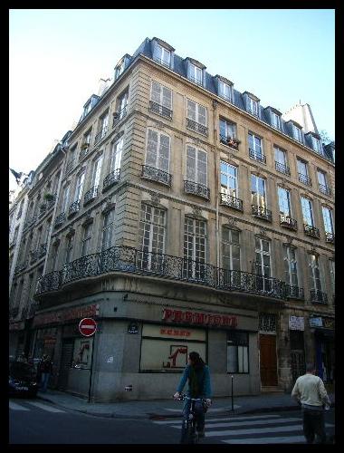 ■街角の建物(パリ)_a0008105_730830.jpg