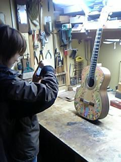 クラシックギターに絵描きました。部分1_d0042847_20153585.jpg