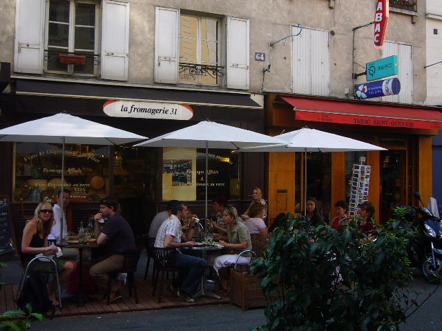 ■街角のチーズ専門店(パリ)_a0014299_8493351.jpg