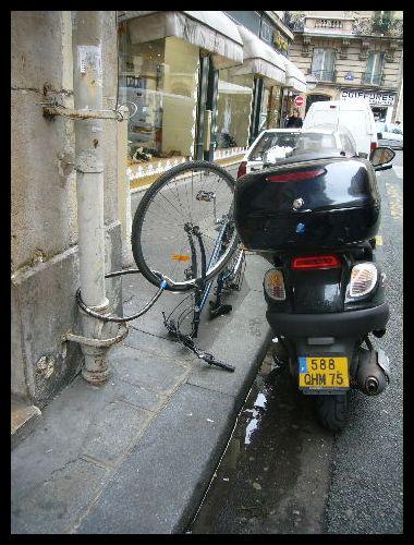 ■街角の自転車(パリ)_a0008105_624838.jpg