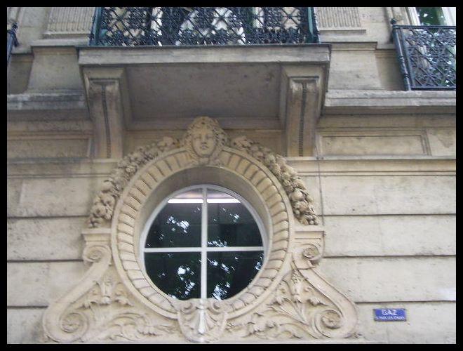 ■窓(パリ)_a0008105_0254061.jpg