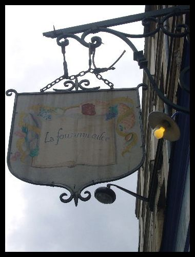 ■街角の看板(パリ)_a0008105_034408.jpg
