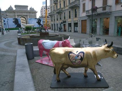 ミラノでカウパレードに遭遇。_a0077842_14245152.jpg