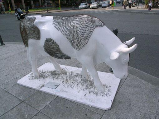 ミラノでカウパレードに遭遇。_a0077842_14252795.jpg