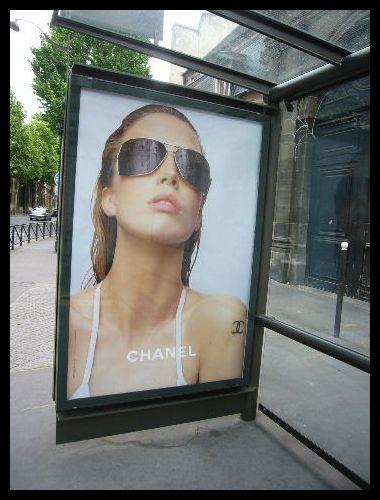 ■街角の広告(パリ)_a0008105_199770.jpg