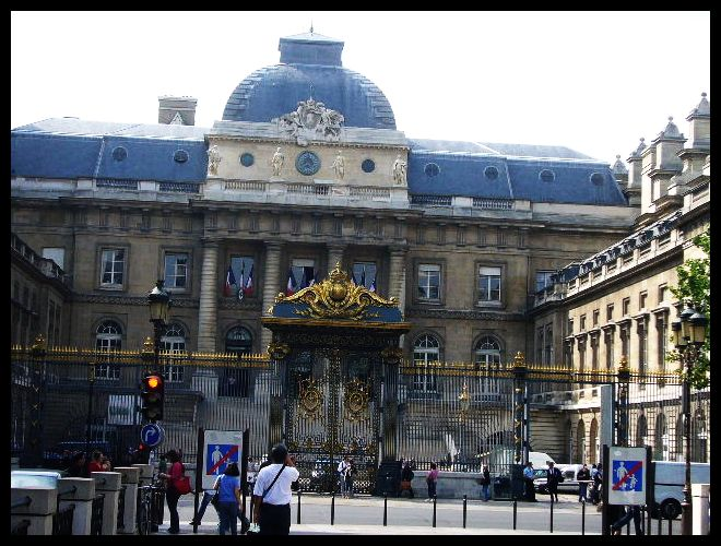 ■最高裁判所(パリ)_a0008105_926849.jpg