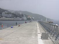 静岡県、「防波堤」を海釣り公園に整備、1年間で約13,000人が来訪 静岡県熱海市_c0108635_16413.jpg