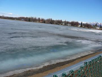 湖の融け方_a0088116_3394559.jpg
