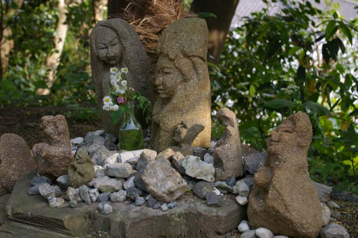 晏侶さんの石像はそれぞれ落ち着くべき場所に落ち着いた_c0014967_721395.jpg