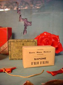 展示室に入りました~フィレンツェ、サンタ・マリア・ノヴェッラ薬局~_f0106597_19162276.jpg