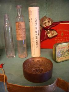 展示室に入りました~フィレンツェ、サンタ・マリア・ノヴェッラ薬局~_f0106597_19183620.jpg