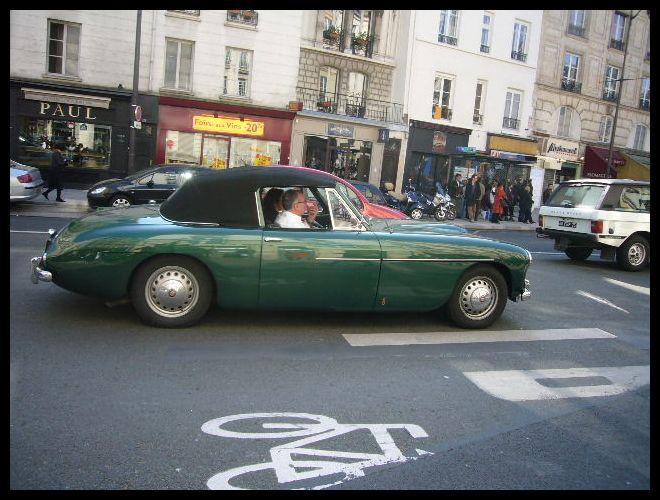 ■街角の車(パリ)_a0008105_21424016.jpg