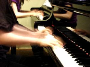 コンサートレポ準備編その2 「2台ピアノでの練習」_e0030586_20181041.jpg