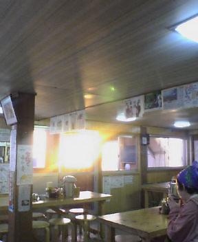 朝日を受ける食堂  午前五時_c0089831_5185715.jpg
