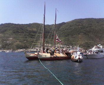 ホクレア号、瀬戸内海へ入る/ずいぶん細(こま)〜い船じゃのう!_c0090571_11165884.jpg