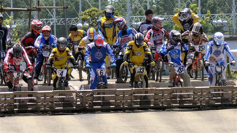 2007緑山JOSF Spring NationalsレースレースVOL4 BMXエキスパートクラス予選〜準決勝画像垂れ流し_b0065730_2174866.jpg