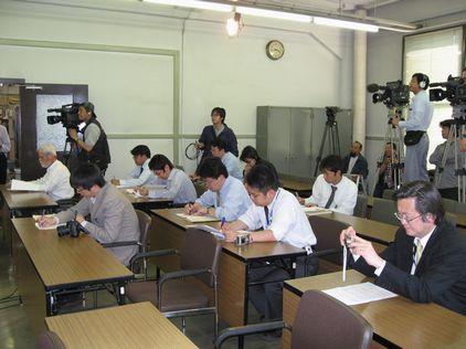 引退愛知県議の天下りはおかしい!知事に質問状提出_d0011701_21102627.jpg