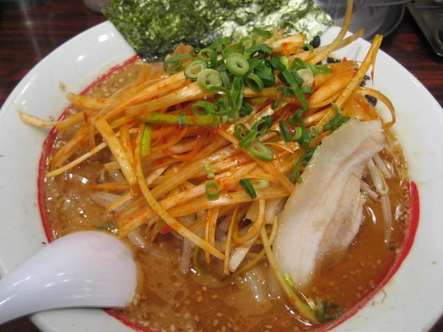 濃厚完熟味噌拉麺ライス専門店味噌屋せいべえ の 辛みそねぎラーメン@新橋_b0042308_0223363.jpg