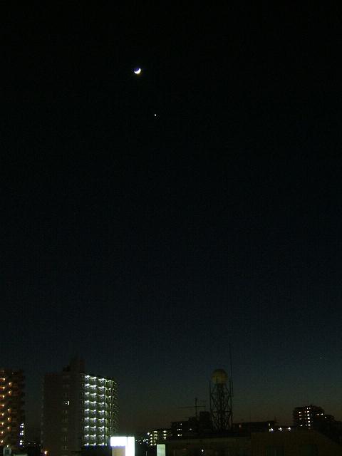 月齢3.3の月と傍らの金星(5/20)_e0089232_23583191.jpg