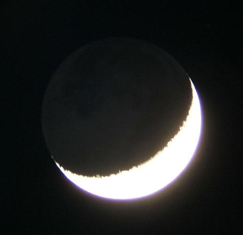 月齢3.3の月と傍らの金星(5/20)_e0089232_23585872.jpg
